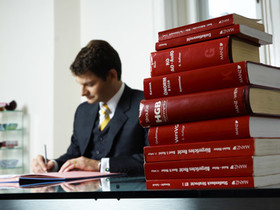 family-court-lawyer-and-books.jpg